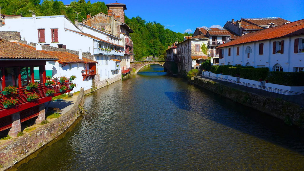 Saint-Jean-Pied-de-Port is a gorgeous, vibrant city, ever since the Middle Ages, and at the epicenter of the Basque culture.